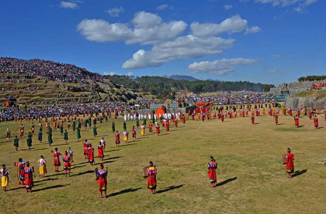 Inti Raymi-ticket in groen gedeelte. Economy-stoelen.