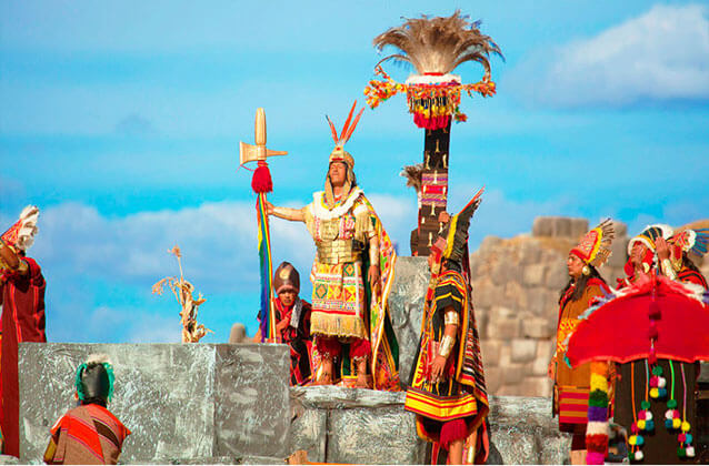 Inti Raymi kaartje in rood gedeelte. Standaard stoelen.